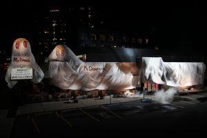 "Burger King veste fantasia de McDonald's para ""assustar"" seus clientes no Halloween"